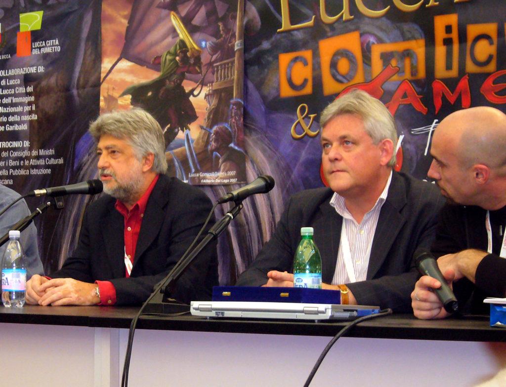 Lucca 2007: Joe Dever alla sinistra di Giulio Lughi, storico direttore della collana Librogame.